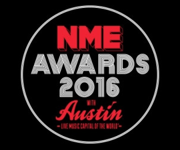 NME mostra o dedo do meio em mais uma edição de seus prêmios!